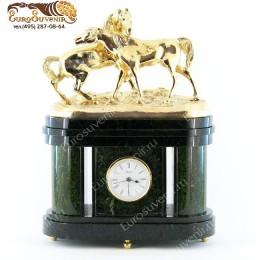 """Каминные часы из камня и бронзы """"Кони на воле"""" выс.36см"""